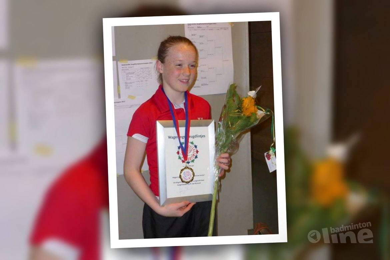 Kelly van Buiten ontvangt kinderlintje in Wageningen