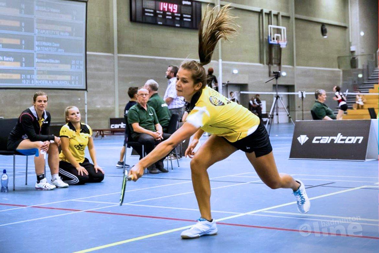 Xandra Stelling maatje te groot voor Manon Sibbald tijdens Almere-Amersfoort match